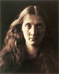 480px-My_niece_Julia_full_face,_by_Julia_Margaret_Cameron